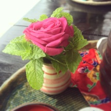 A little lunch at Kajinho... with rose and mint decor!